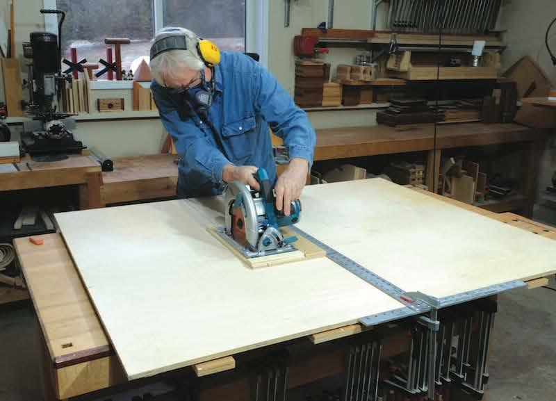Sizing Down Sheet Goods with a Shop-Made Saw Guide *** MOVE TO TECHNIQUES ***
