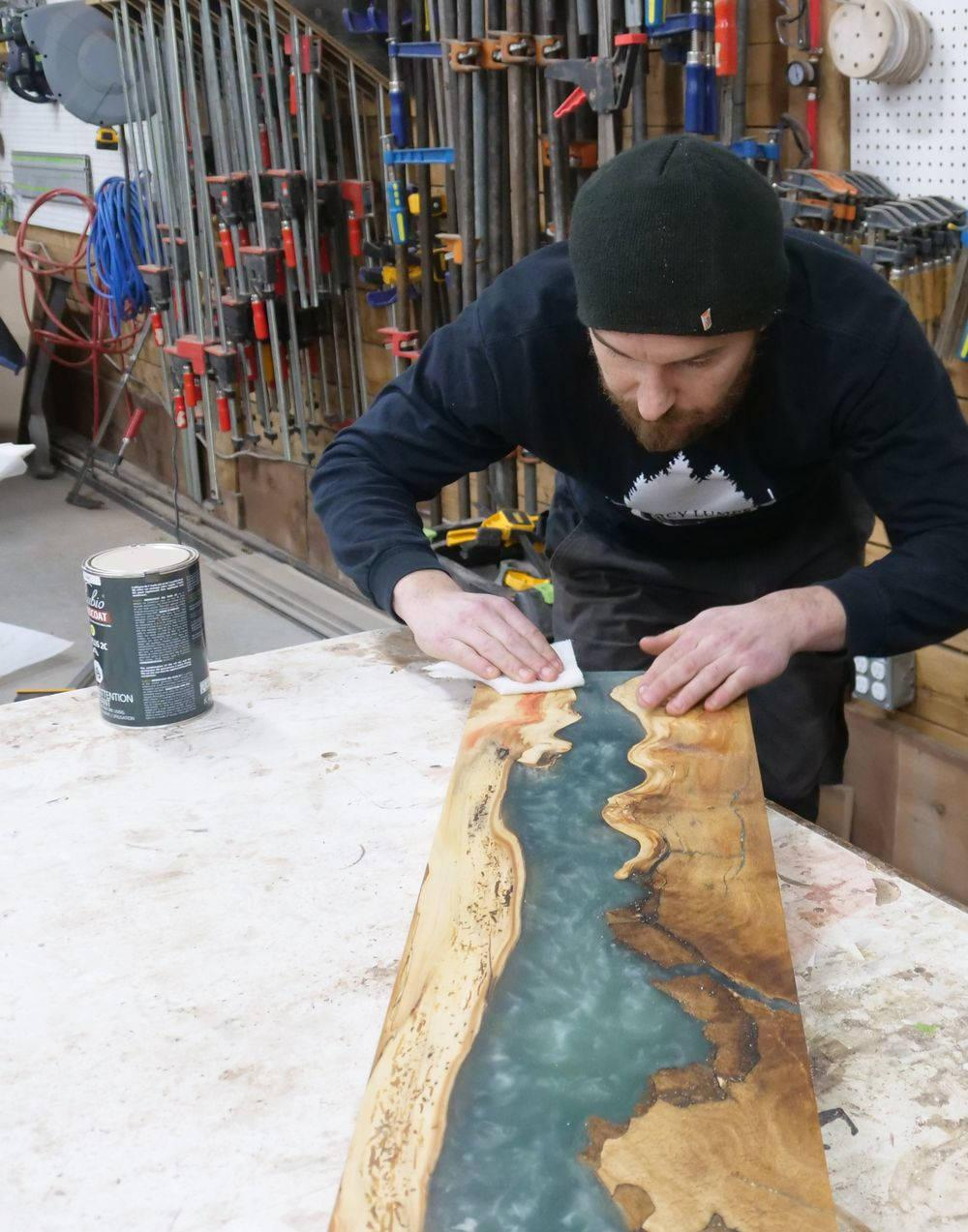 How to create an epoxy river table top